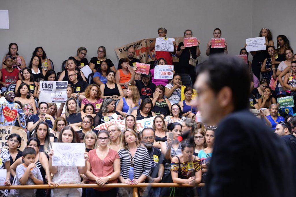 a Câmara discute decreto as novas diretrizes para a organização da rotina diária nas escolas da rede pública de Porto Alegre. Na foto: Secretário Municipal de Educação, Adriano Naves de Brito.