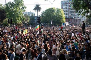 Manifestantes tomam as ruas de Santiago, no Chile