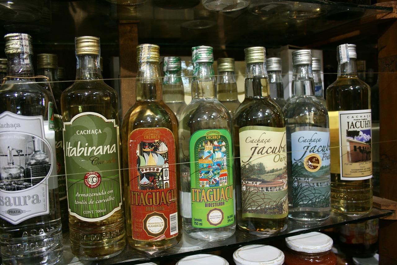 Cachaça: a história oculta da bebida nacional