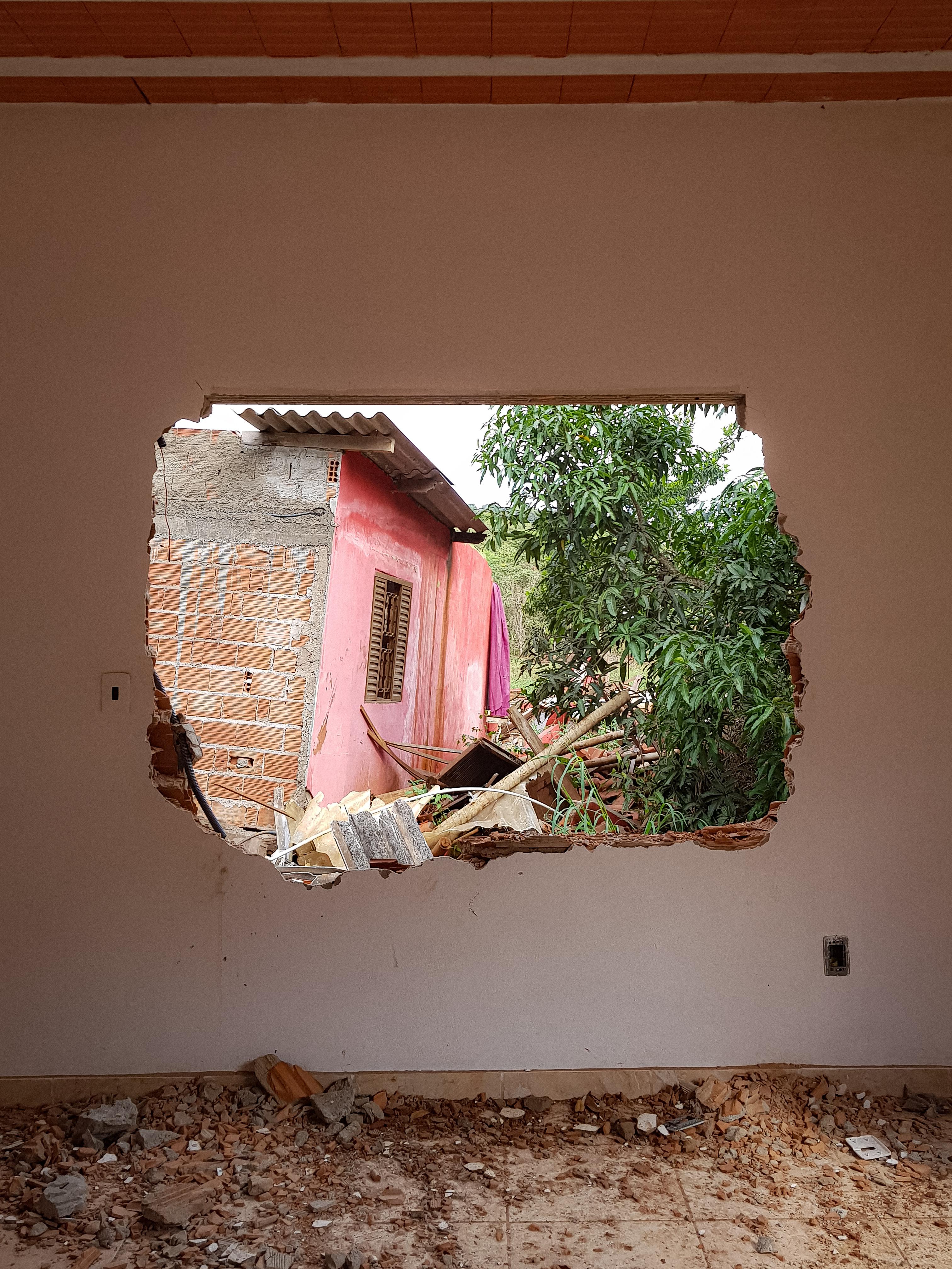 Interior de casa destruída no Córrego do Feijão. (Foto: Julia Castello Goulart)