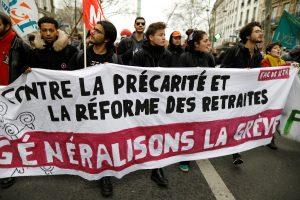Estudantes protestam contra planos do governo de reformar as aposentadorias, França 2019. (Crédito: REUTERS/Charles Platiau)
