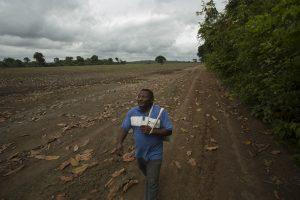 Comunidade cercada por campos de soja em plena Amazônia