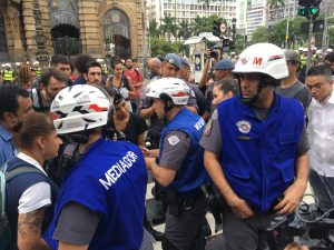 """""""Coletes azuis"""", novo projeto da PM de São Paulo, na terceira manifestação contra o aumento da tarifa. (Foto: Lucas Alencar)"""