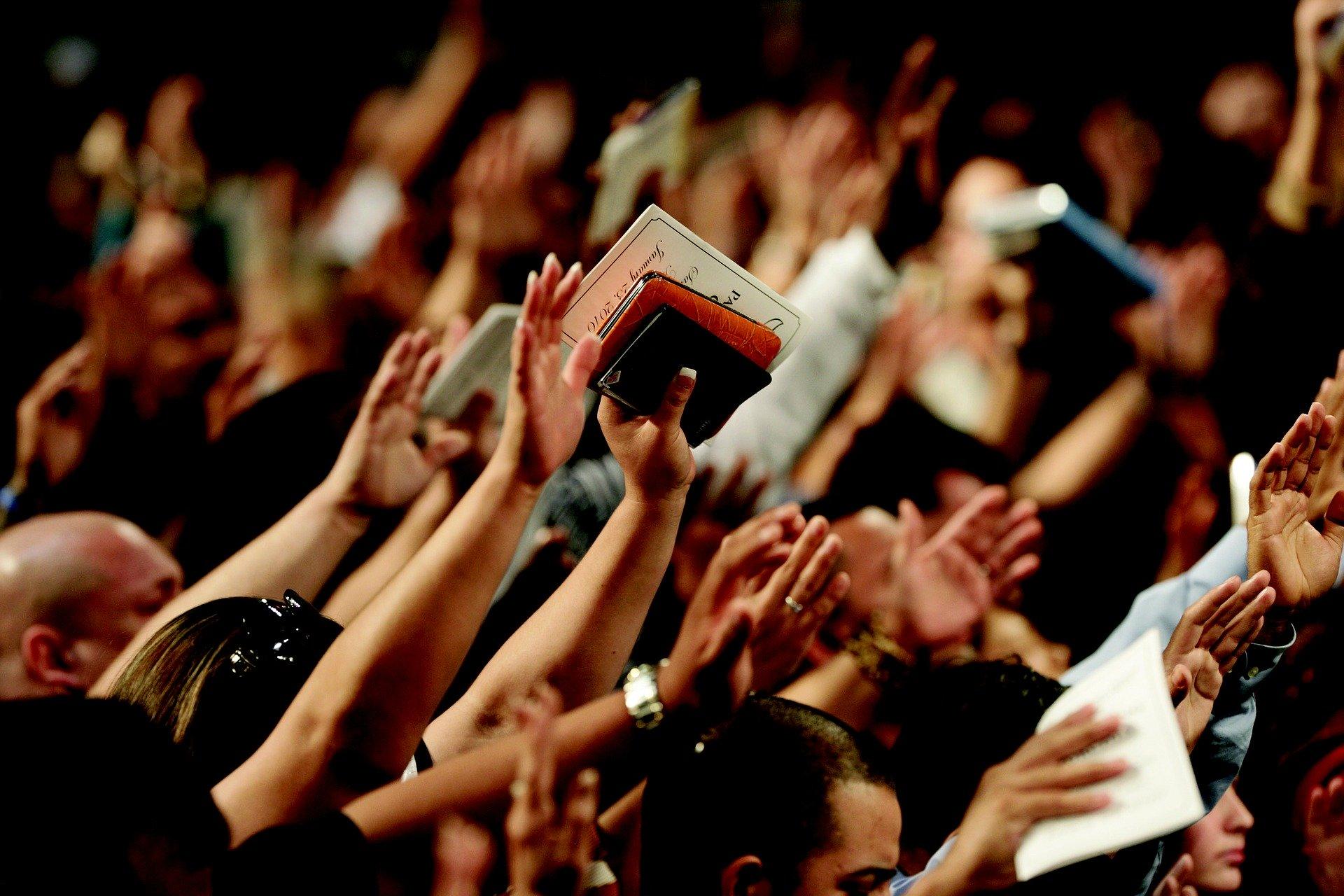 Evangélicos em culto/ Crédito: Pixabay