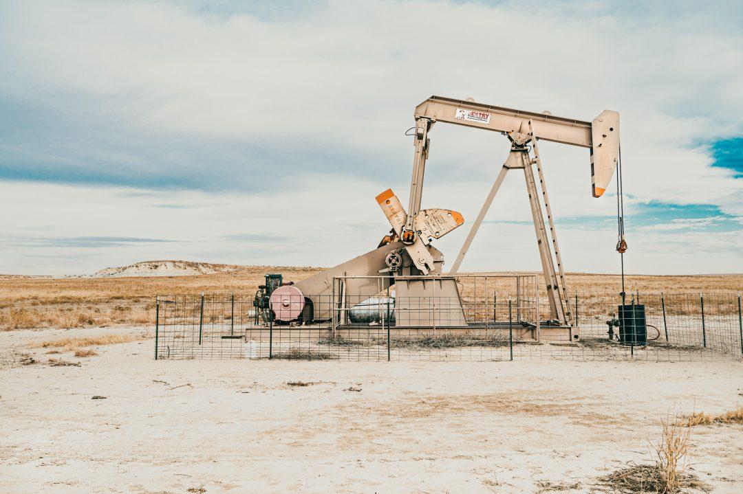 A crise da indústria do petróleo foi provocada pela queda da demanda mundial em consequência da própria epidemia.(Colton Sturgeon/Unsplash)