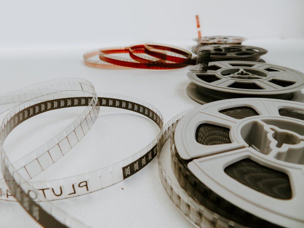 Há estudos importantes que falam sobre empregos e impostos que o setor do audiovisual geraram nos últimos anos (Denise Jans/Unsplash)