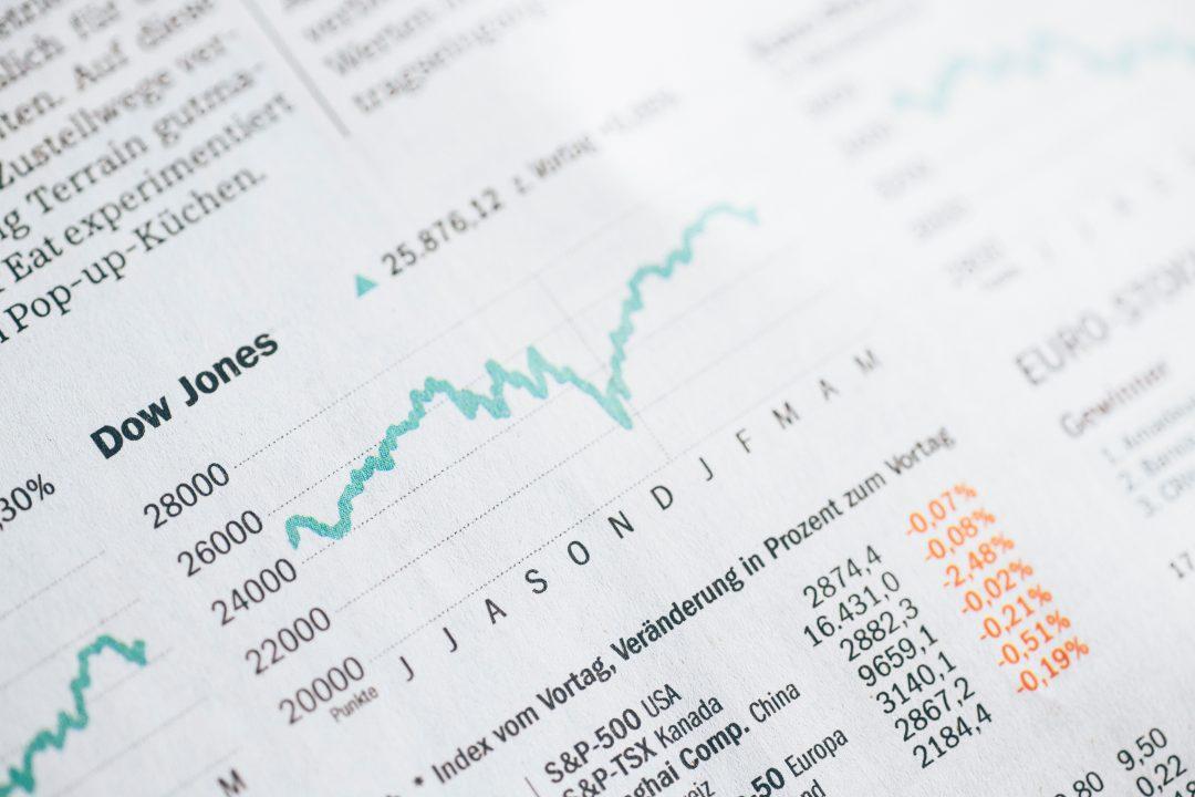 A volumosa necessidade de recursos financeiros só pode ser satisfeita, nas circunstâncias atuais, pela emissão de moeda e o endividamento líquido do governo central (Markus Spiske/Unsplash)