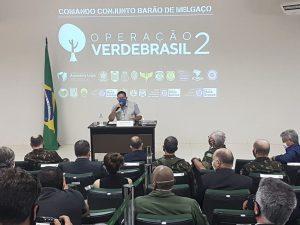 Hamilton Mourão, vice-presidente, em reunião com militares para tratar de assuntos da Operação Verde Brasil (Warley de Andrade/TV Brasil)