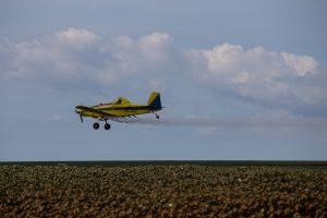 Pulverização aérea sobre monocultivo de algodão em Balsas no Maranhão (Thomas Bauer/CPT)