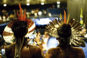 Indígenas observam votação no Congresso Nacional