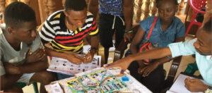 Residentes de Freetown discutem plano para criação de moradias comunitárias